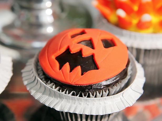 jack-o-lantern Halloween Cupcake Idea