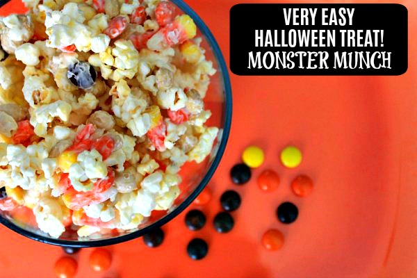 Looking for an easy Halloween Treat for an upcoming Halloween Party? This Monster Munch is spook-tacular and sure to please! Halloween Treats | Halloween Party Food | Halloween Popcorn