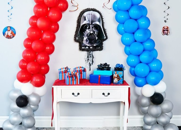DIY Star Wars Party Lightsaber Decoration with Balloons