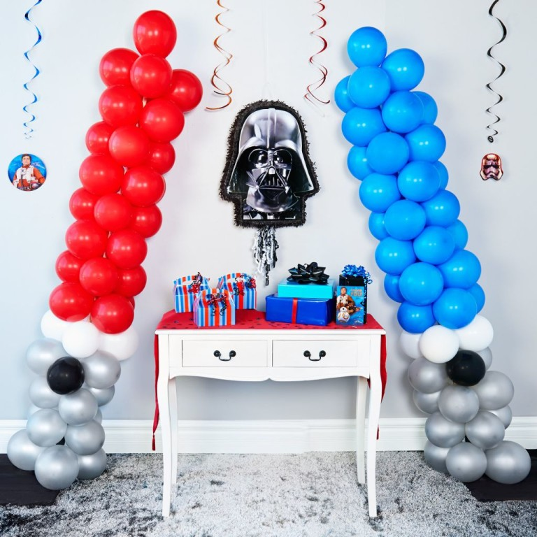 How to make these totally awesome diy star wars party balloon lightsabers parties365 - Decoration table theme star wars ...