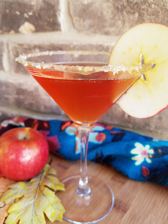 fall apple cider cocktail with apple slice