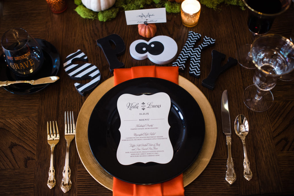 spooky tablesetting with black plate and orange napkin
