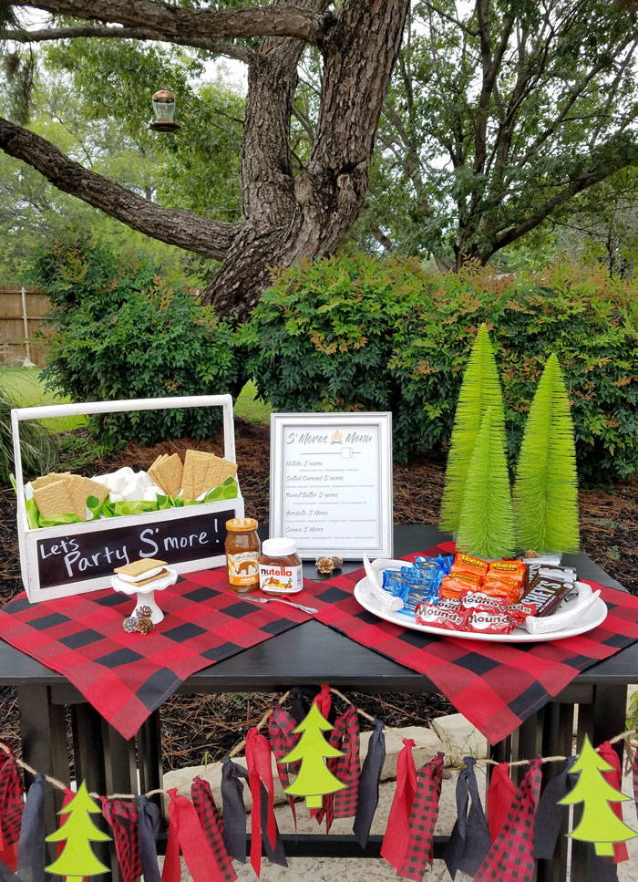 outdoor s'mores bar dessert table