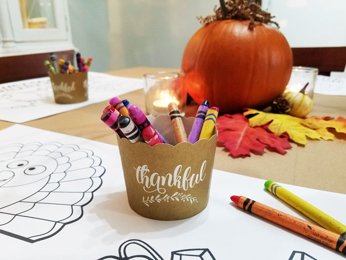 thanksgiving coloring placemats and crayons