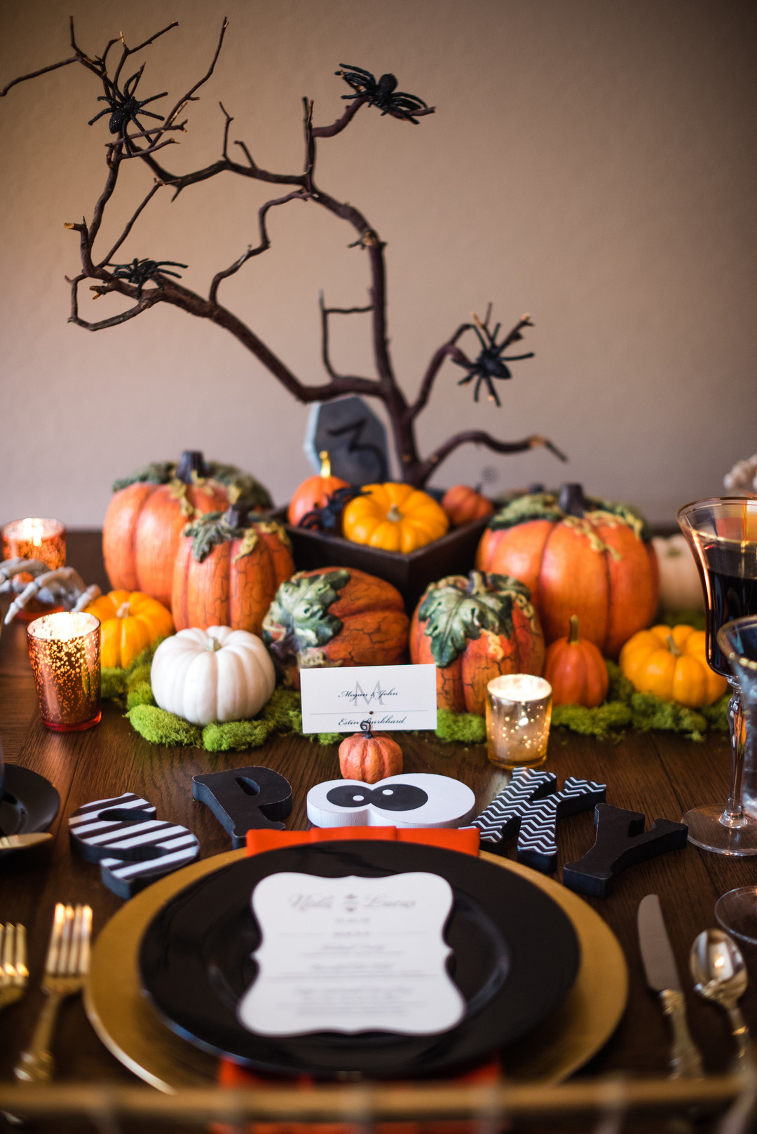 spooky Halloween Tablescape Ideas and Centerpiece with pumpkins and spiders