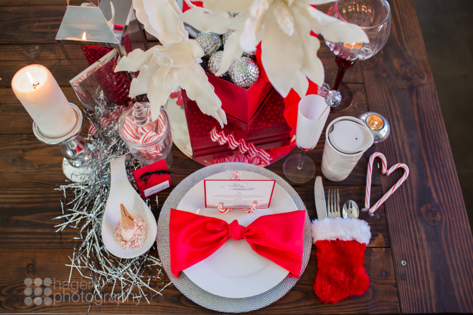 Christmas place setting ideas in red and white