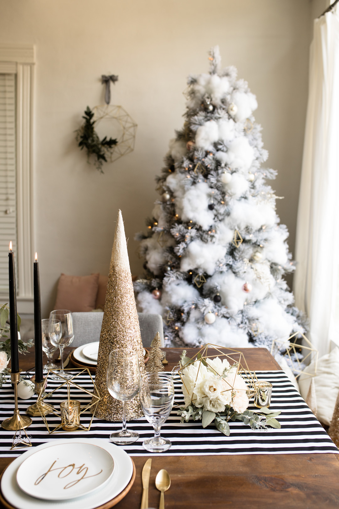 Looking for modern Christmas tablescape ideas for your holiday table? This festive table with blush, golds and geometric designs has a fresh table setting with a gorgeous centerpiece and would be the perfect table decoration for your party or dinner! Click for all the details! #Christmasdecor #holidaydecor #moderndesign #tablescape