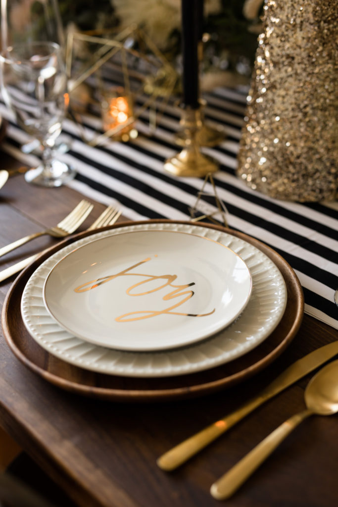 modern Christmas place setting idea in gold