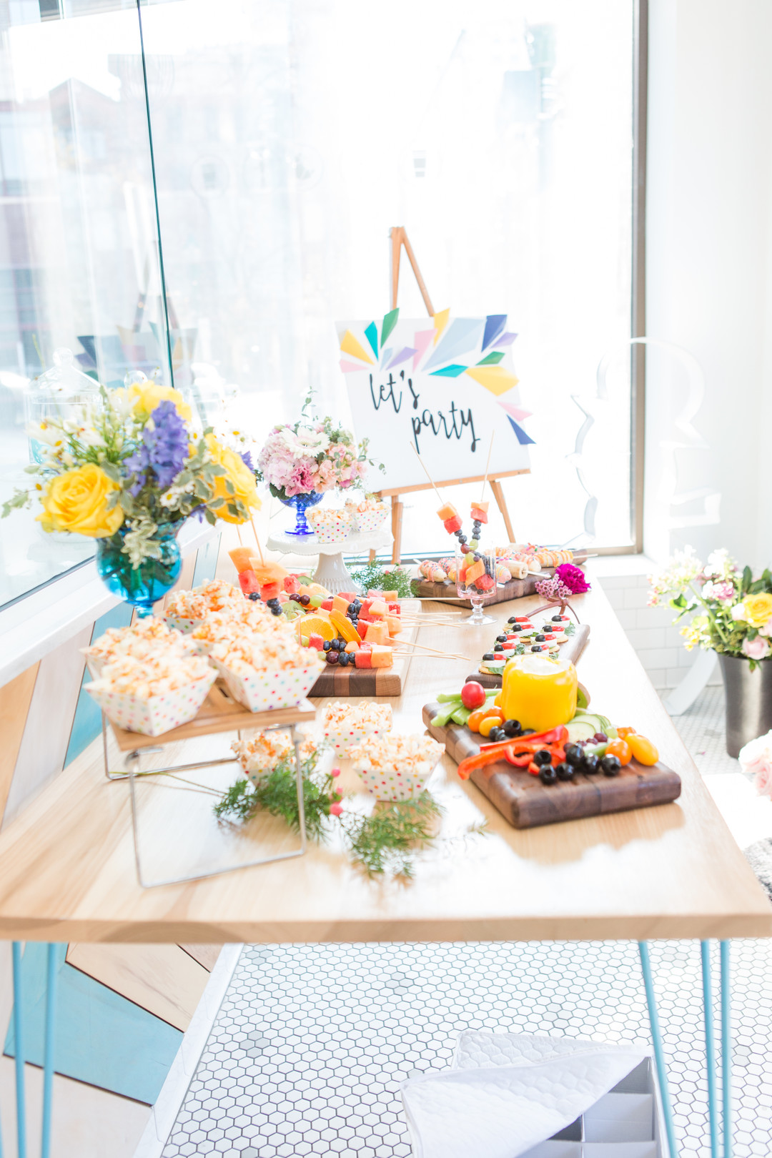 Creative ideas and inspiration for a modern geometric spring birthday party for girls! This colorful kids party full of bright decor, cake and flowers is the perfect theme for fun! #geometric #birthday #springparty #kidsparty