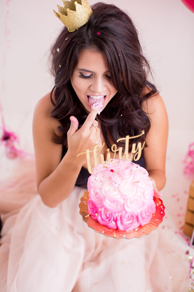 Adult cake smash photo shoots for a milestone birthday are so much fun! You'll adore Deseree's 30th Birthday Photoshoot, full of classy DIY ideas for cake smash pictures to treasure for years to come! #30thbirthday #adultcakesmash #photoshoot #milestonebirthday