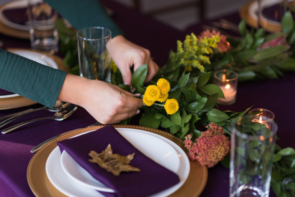 simple flowers and greenery for thanksgiving table decor