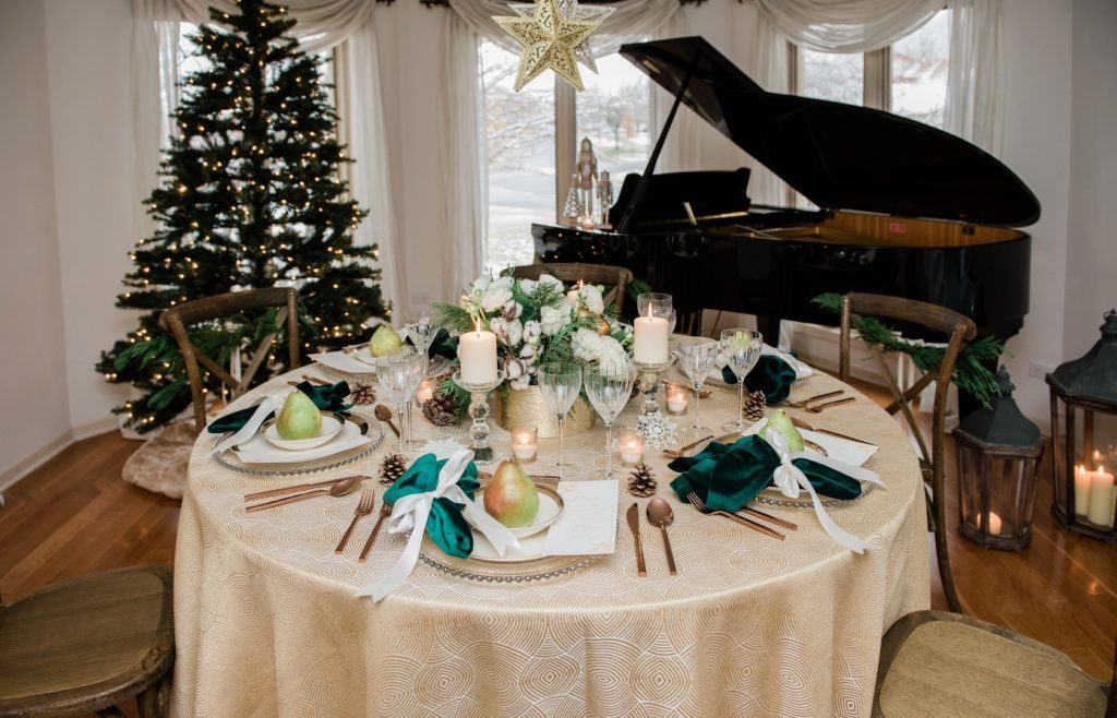 vintage Christmas table decor ideas in cream and green