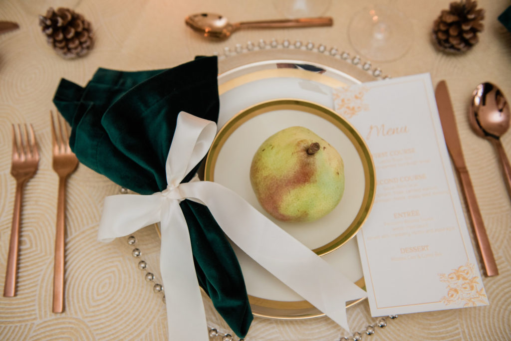 vintage Christmas place setting ideas in cream and green with a pear