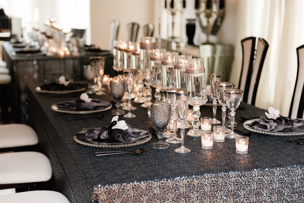 Hanukkah dinner table centerpiece ideas with floating candles