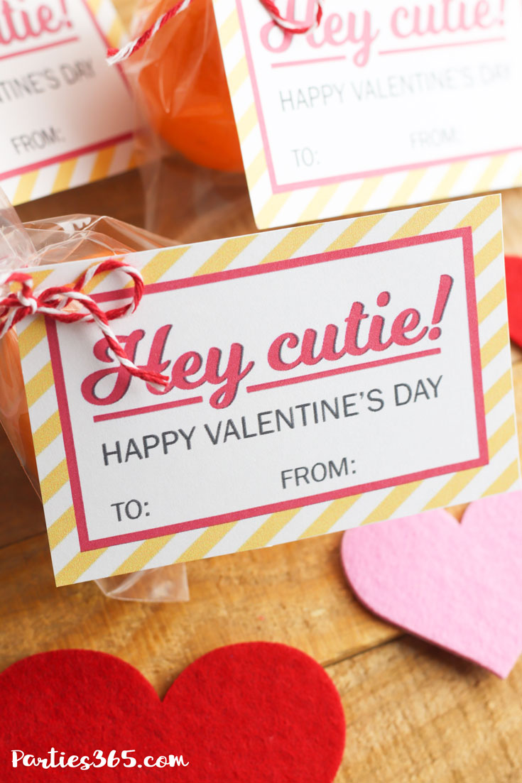 """This free printable """"Hey Cutie"""" Valentine's Day Card for kids is perfect for preschool or any school classroom! Grab these cute tags for an easy DIY Valentine's gift or treat! #valentine #valentinesday #printable #giftideas"""