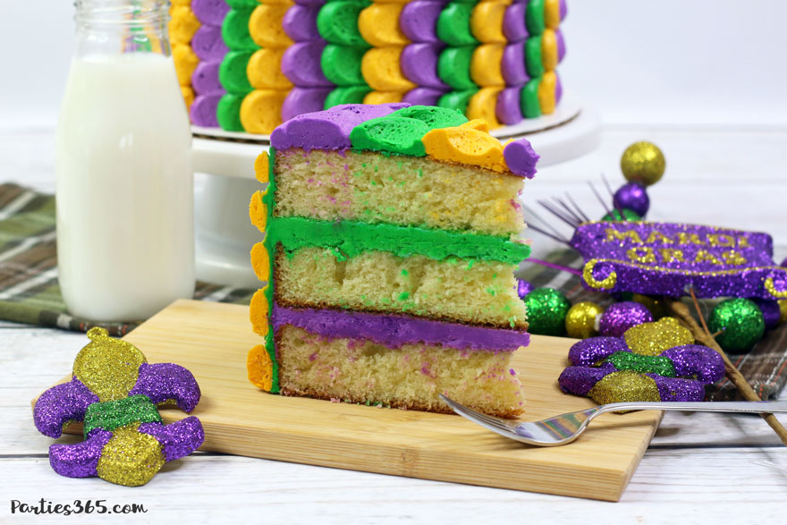 Looking for easy cake design ideas for a festive Mardi Gras cake? We have the perfect simple recipe celebrating the yellow, purple and green decorations of the holiday!