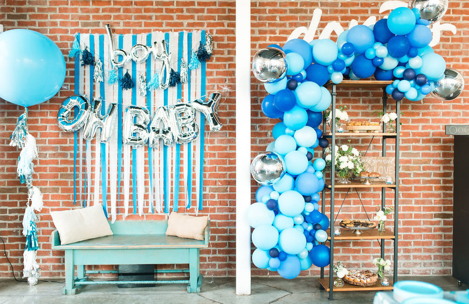 baby shower photo booth and balloon arch