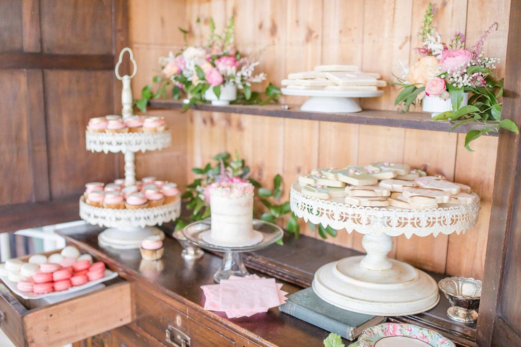 alice in onderland dessert table