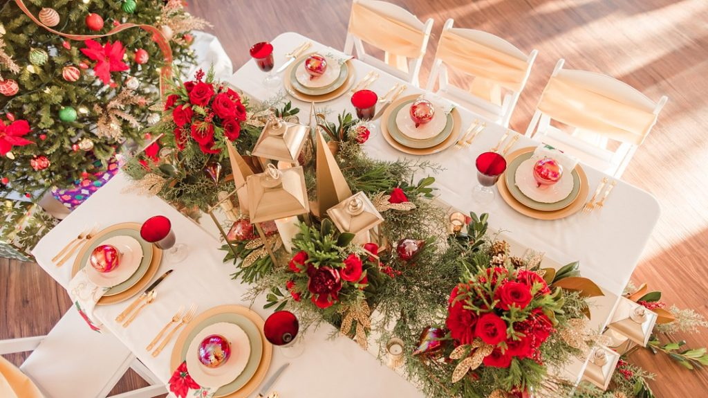 classic christmas tablesetting in red and gold