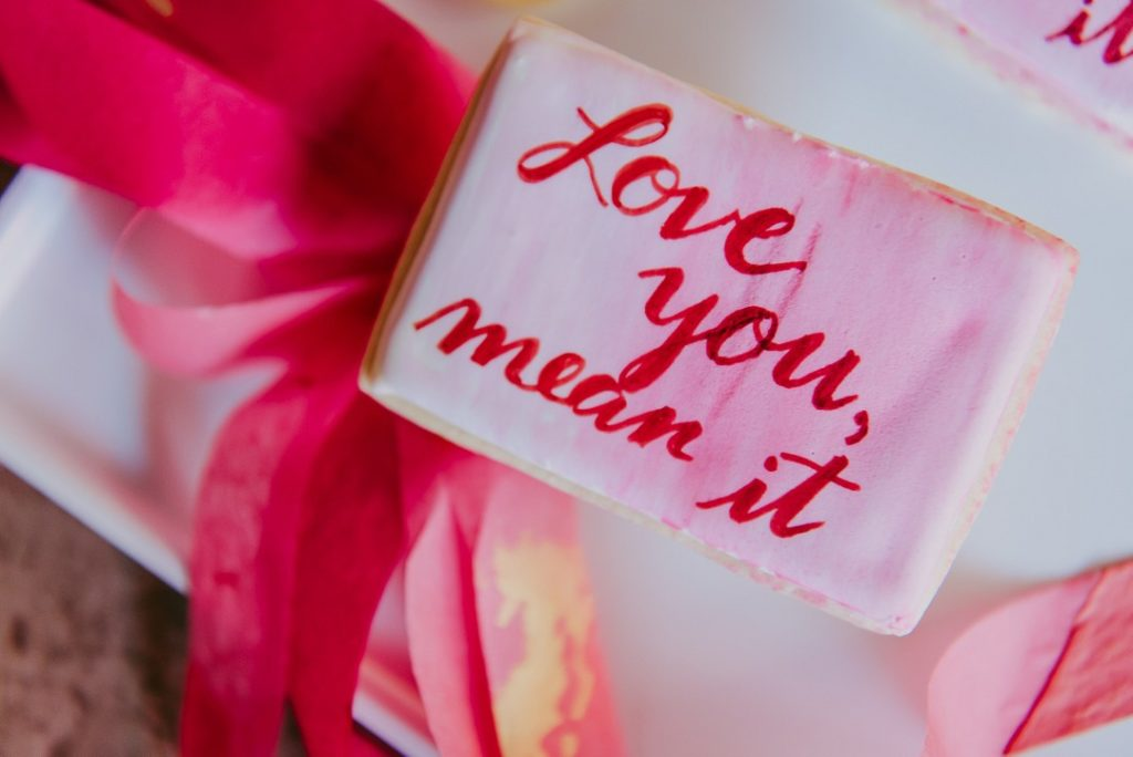 valentine's day sugar cookie that says love you mean it