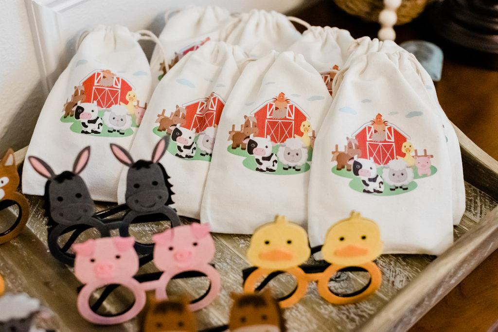 barnyard favor bags and farm animal glasses for party favors