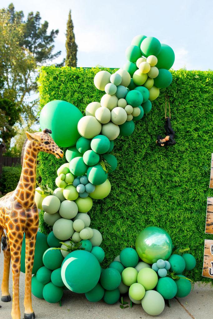 safari birthday party car parade photo backdrop with giraffe